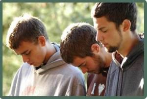 Students-Praying-784953